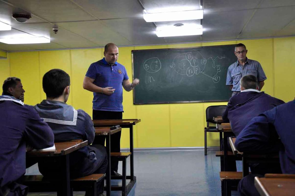 «Профессор Хлюстин»: сессия на борту в самом разгаре