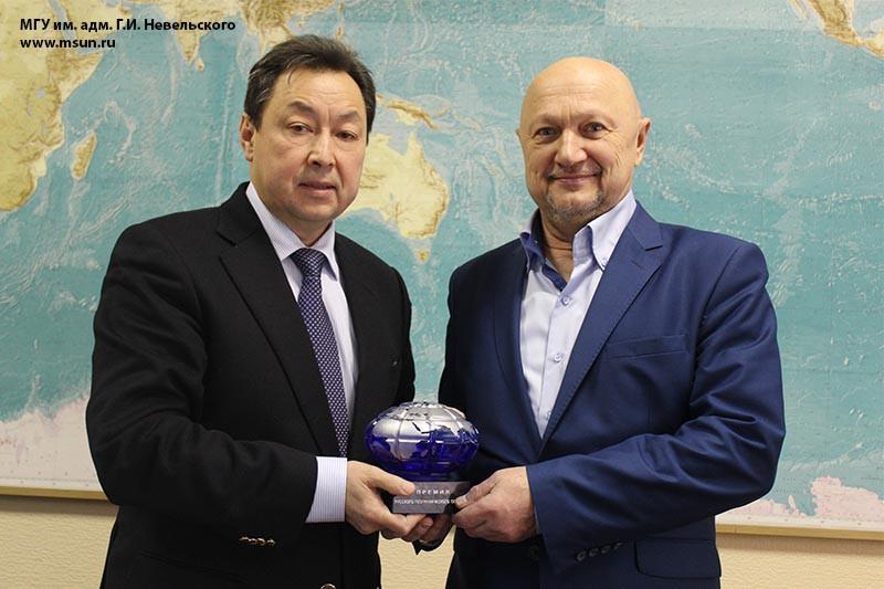 «Голубой глобус» вручен руководителю ДВПУ