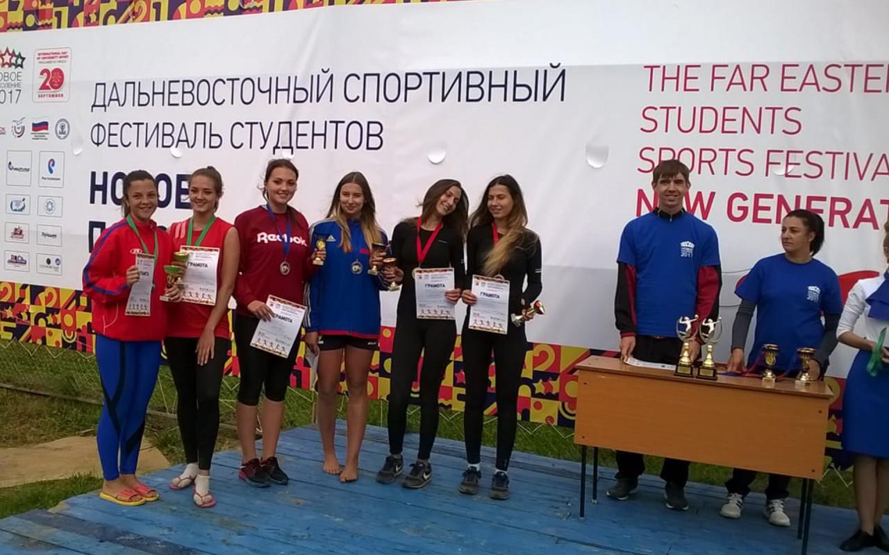 Наши волейболистки праздновали победу!
