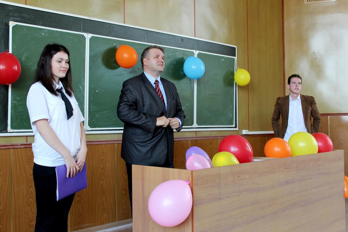 Трем группам юристов вручены студенческие билеты
