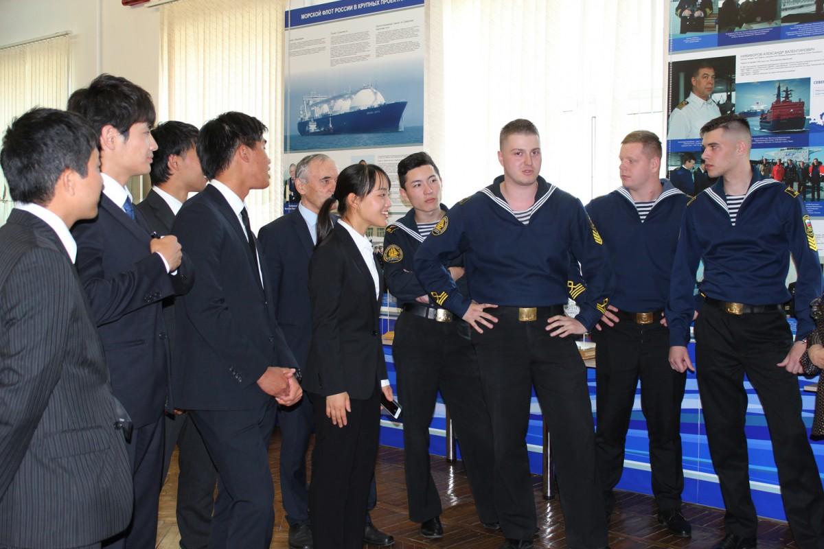 Японских кадетов и российских курсантов подружила любовь к морю