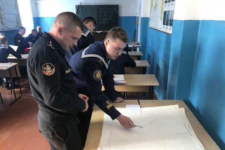 Курсанты СВФ успешно сдали экзамены на военной кафедре