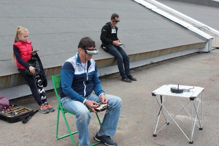 Школьники составили конкуренцию опытным пилотам дронов