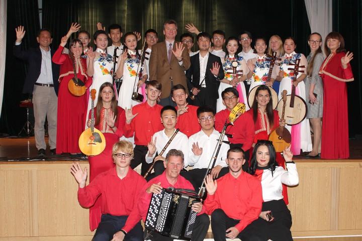 Китайские студенты познакомили с народной музыкой древнего Китая