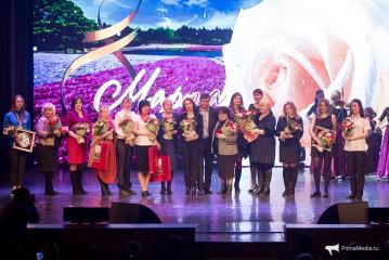 Наш эстрадный оркестр поздравил женщин с праздником
