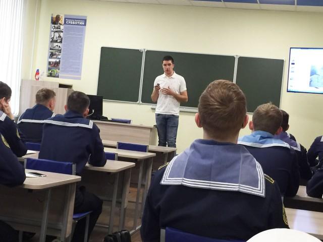 Аспирант Денис Коровецкий рассказал курсантам о робототехнике