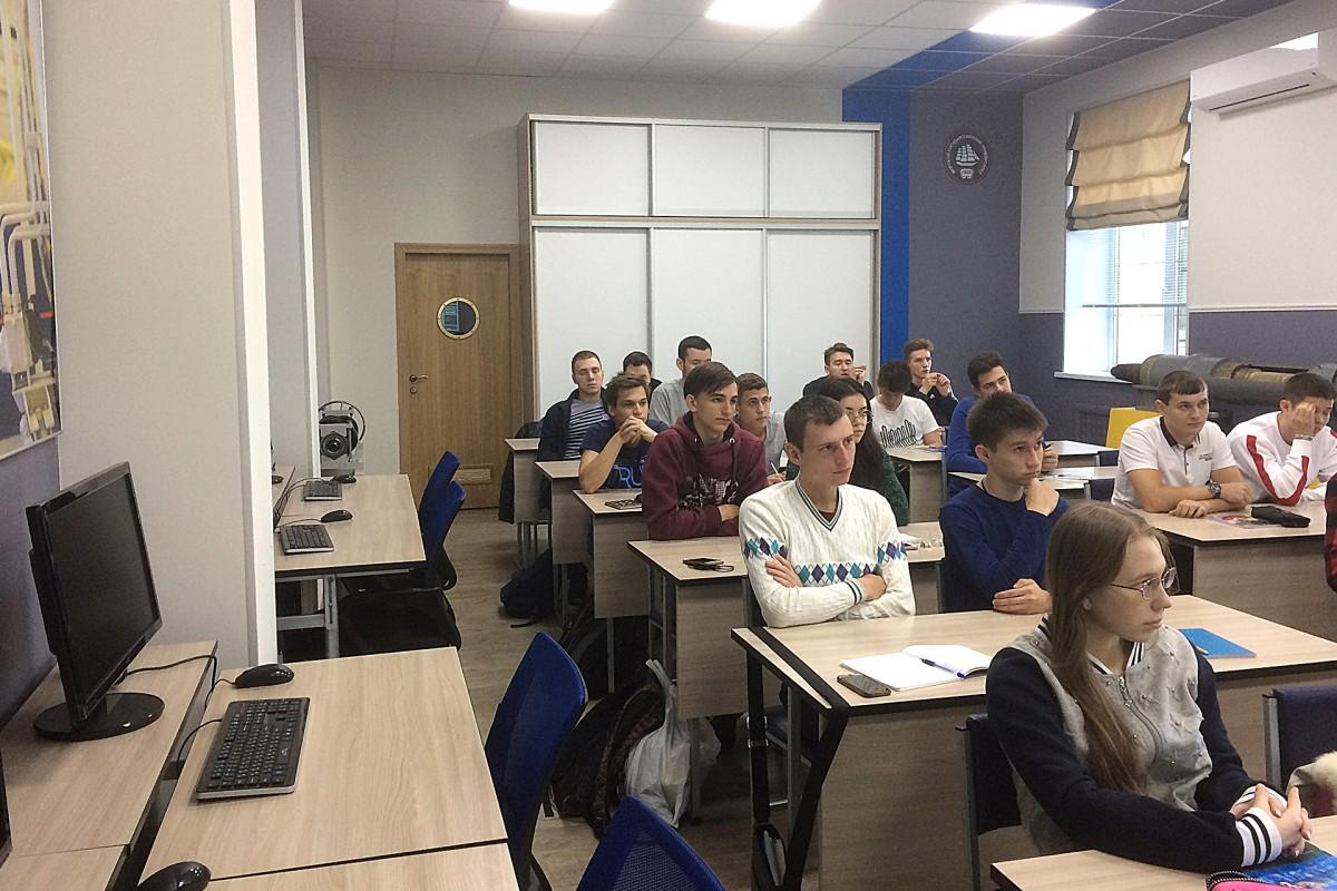Студенты-первокурсники МТФ познакомились с ССК «Звезда»