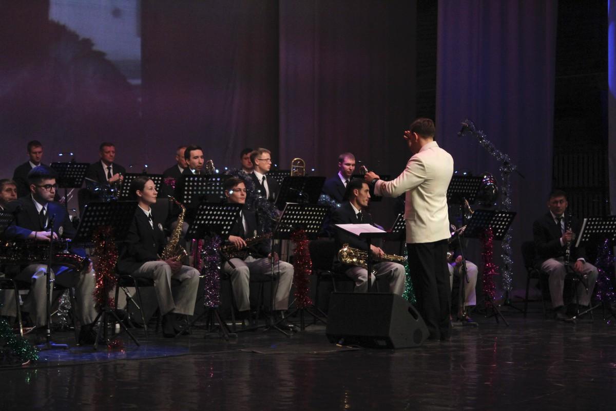 Концерты юбилейного для эстрадного оркестра Морского университета года стали событием на Дальнем Востоке