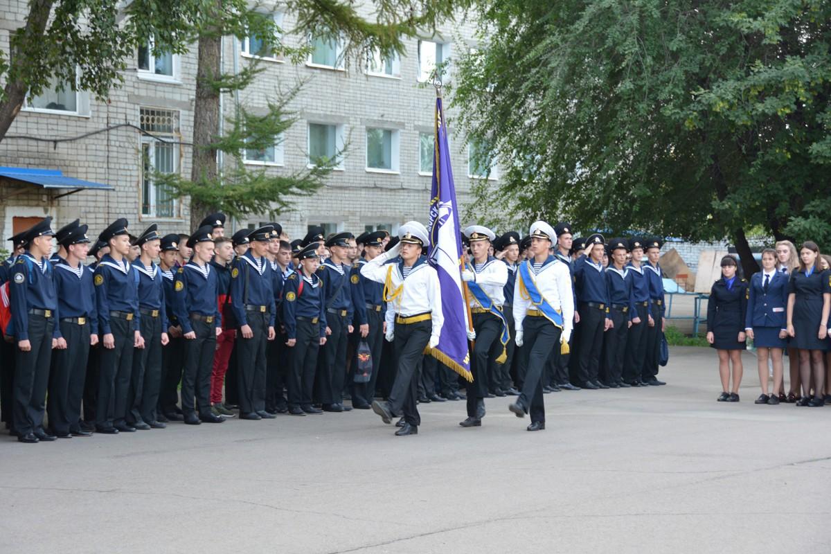 Учебный год стартовал торжественной линейкой и «Уроком мира»