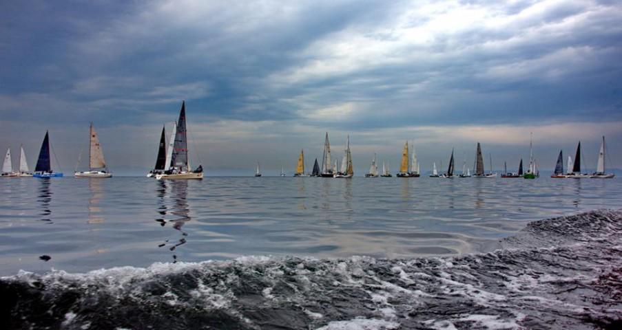 Праздники Владивостока и моряков яхтсмены отметили соревнованиями