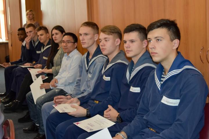 Вручены дипломы за лучшие доклады на молодёжной конференции
