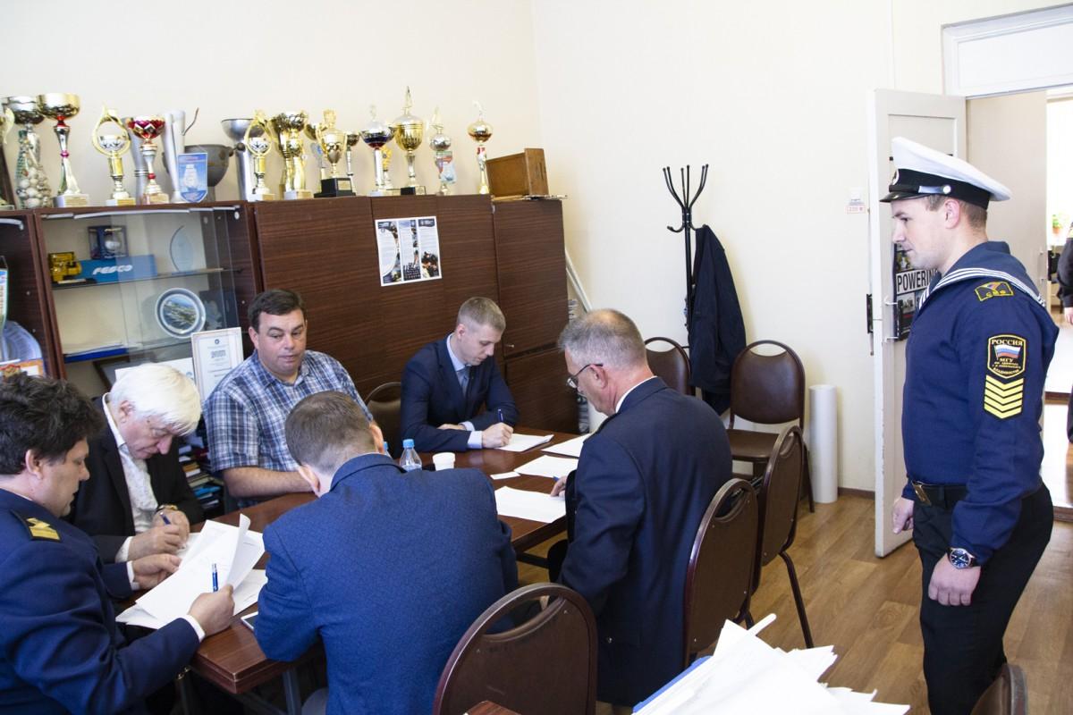 Прошло распределение выпускников-судомехаников на работу