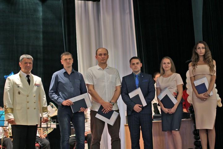 New Generation of Researchers Graduates from University Graduate School