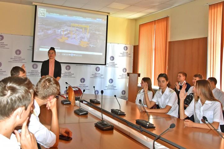 Первокурсников МТФ познакомили с ССК «Звезда»