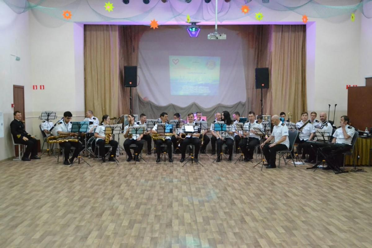Эстрадный оркестр выступил на благотворительном вечере