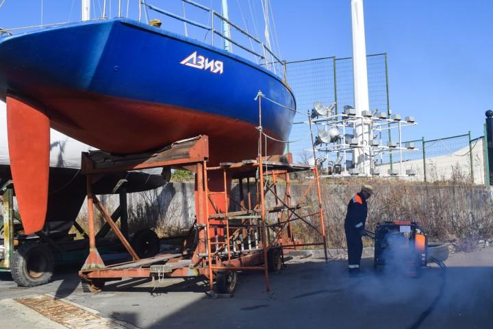 Совместные научно-практические занятия по разливам нефти студентов Морского университета и ДВФУ