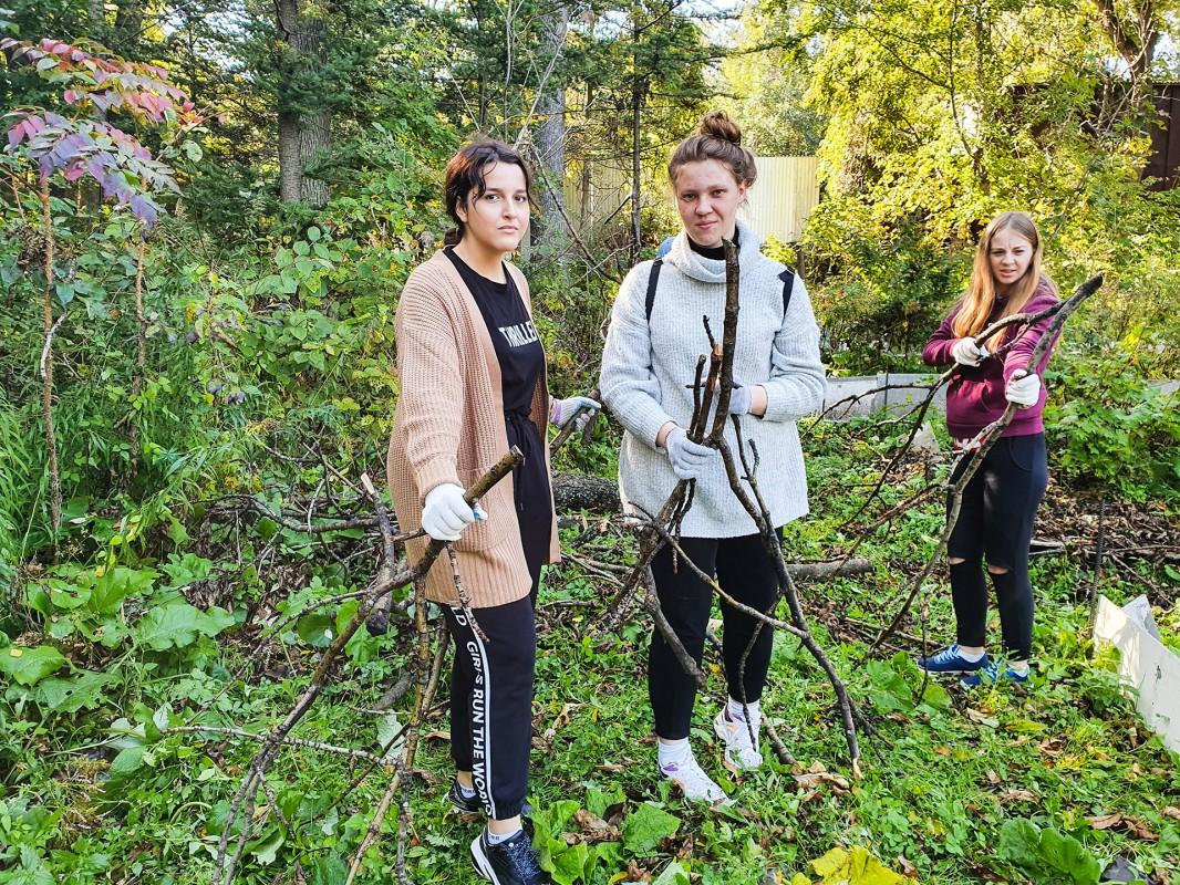 Студенты МФГТ участвовали в эко-субботнике в Ботаническом саду