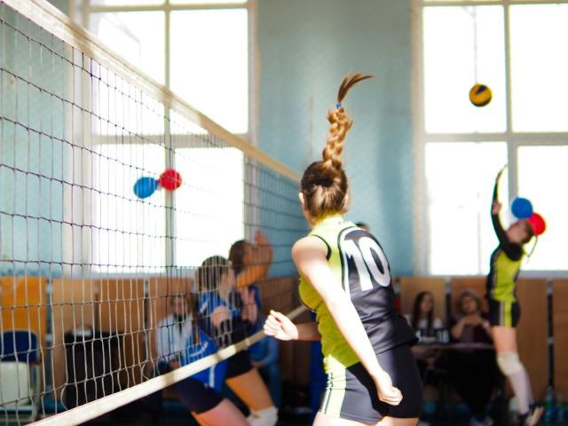 Победа волейболистам досталась в упорной борьбе