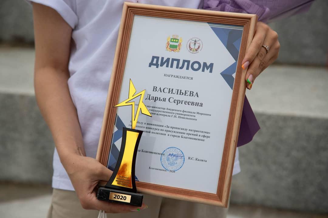 Лауреатам вручили награды