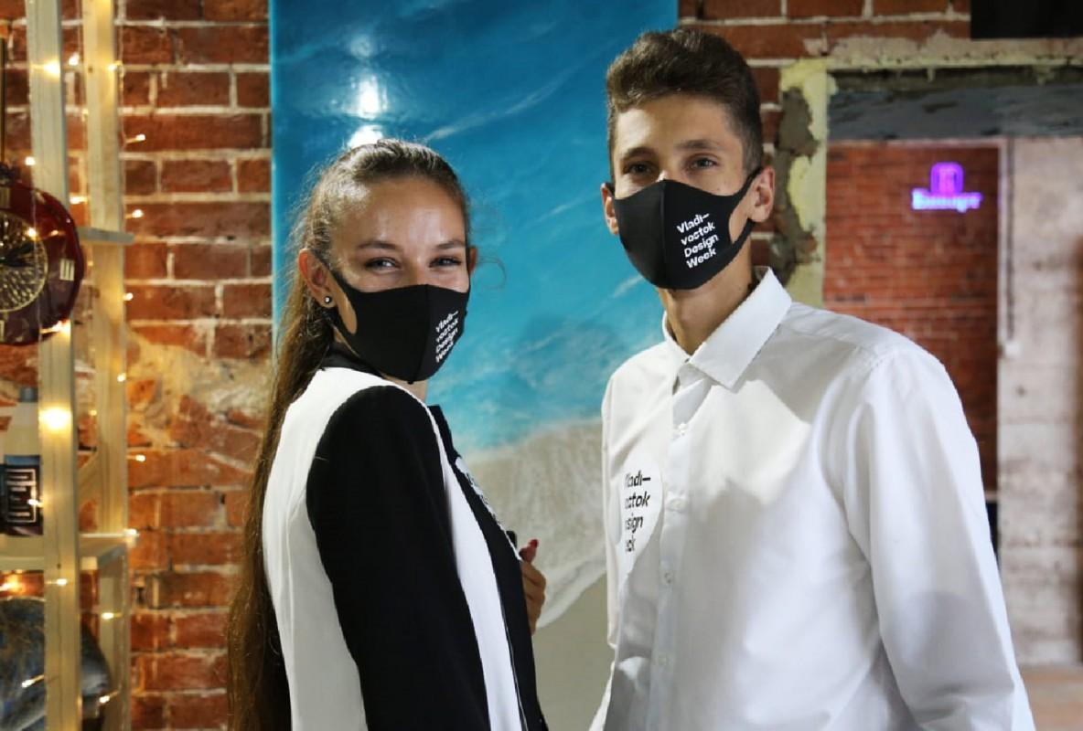 Студенты на фестивалях дизайна и воздушных ремёсел