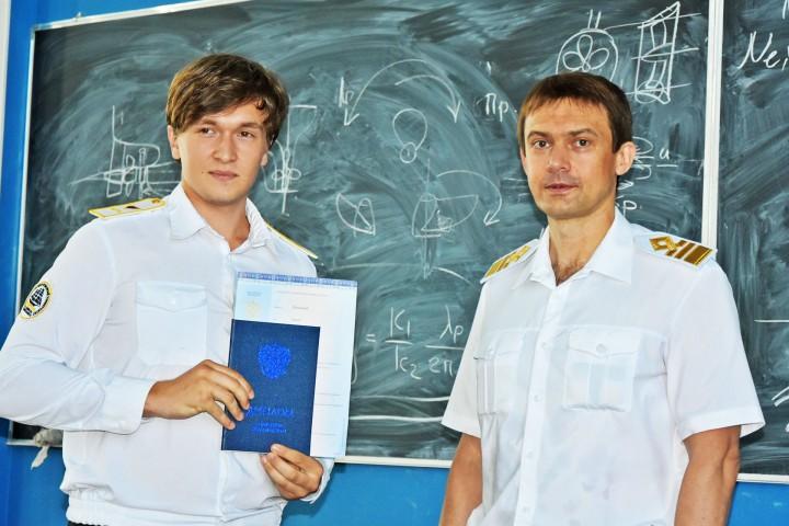 Сегодня во Владивостоке вручили дипломы выпускникам одного из факультетов МГУ им. адм. Г.И. Невельского