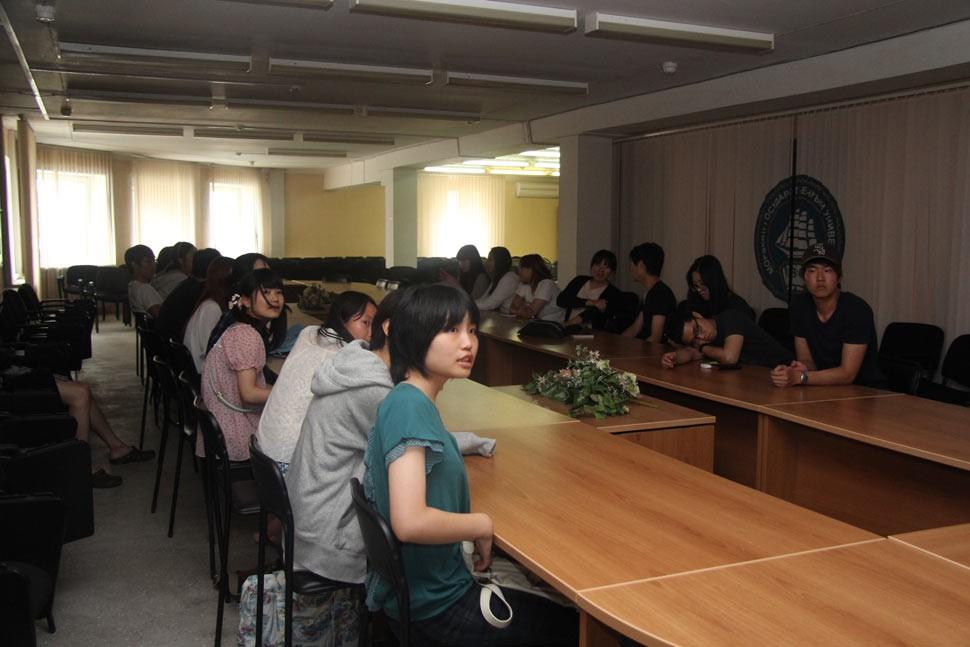 Иностранным студентам рассказали о Невельском